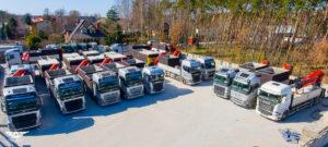 Vozový park nákladných áut s hydraulickou rukou